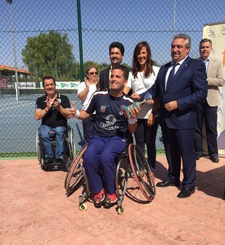 foto-entrega-premio-ganador-individual-viii-trofeo-ciudad-de-albacete-de-tenis-en-silla-de-ruedas-2