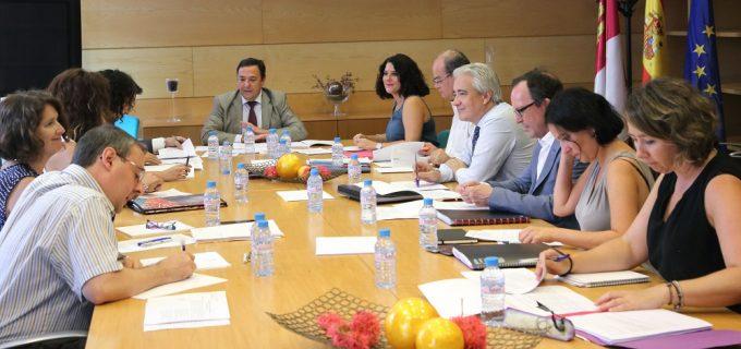 Toledo, 7-09-2016.- El director general de Relaciones Institucionales y Asuntos Europeos, Cruz Ponce, durante la reunión con los representantes de las Comunidades Autónomas que participan en Toledo en el Grupo de Trabajo Desafíos Demográficos. (Foto: Álvaro Ruiz // JCCM)