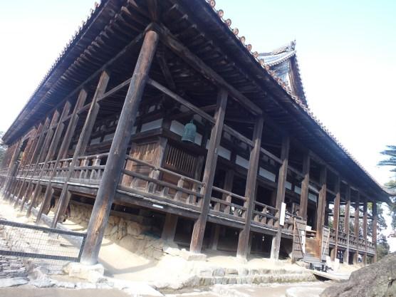 Temple tua di tengah desa (4)