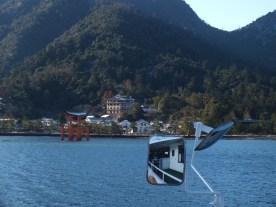Turun dari kapal (2)