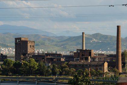Alte Industrieanlagen bei Elbasan