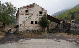 Alte Indutrieanlage einer Mine in den Bergen bei Korça