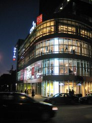 Tirana: italienisches Warenhaus