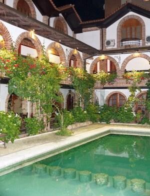 Investitionen in den Tourismus: Hotel in Tirana