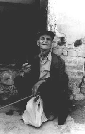 Vieil homme Photographies de l'Albanie 1994 © Christophe Cardinaux