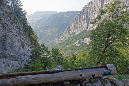 Hoch über Nikç im Aufstieg zum Dobraç-Pass –Albanische Alpen