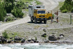 Offroad-Wohnmobil in Theth (Albanien)