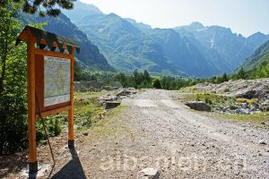 Wandern in Theth: Informationstafel