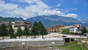 Bajram Curri, Albanien