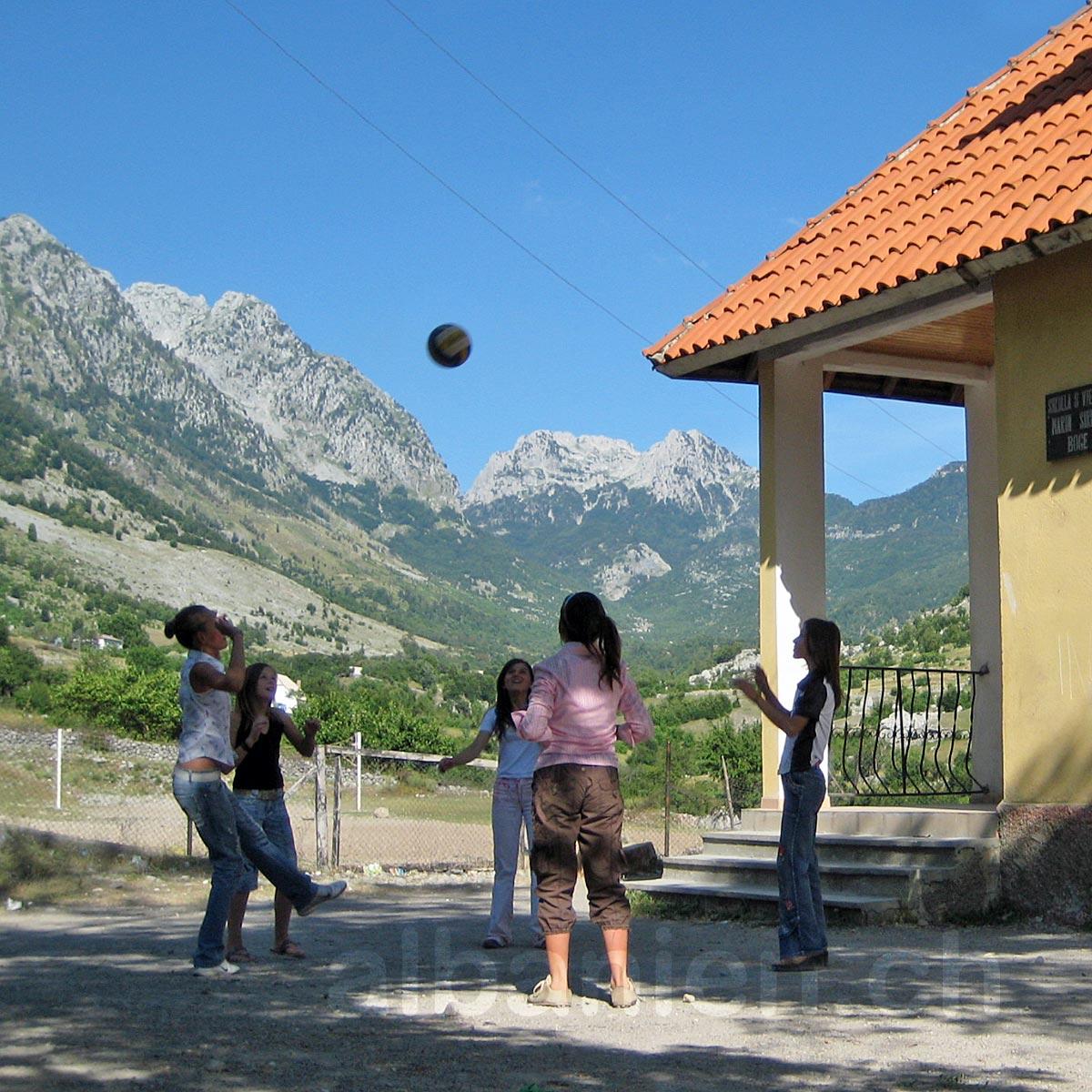 Albanische Alpen: Shkrel