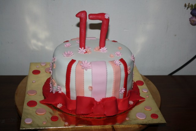17 Year Old Birthday Cake Cek Mek Zue Sweet 17 Birthday Cake