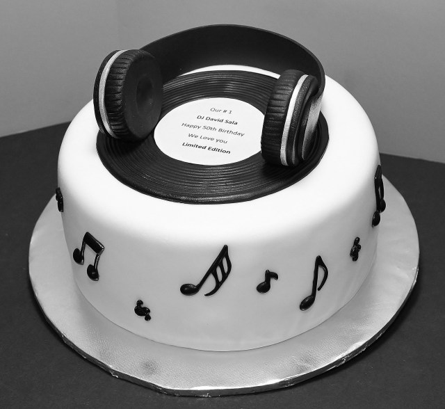 Dj Birthday Cake Dj Cake Cecy Huezo Wwwdelightfulcakescecy Birthday