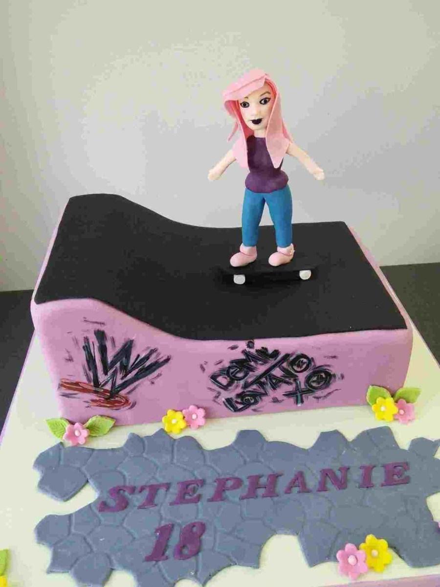 Gucci Birthday Cake Fondant Decorated Birthday Cakes Gucci Wwwbilderbeste