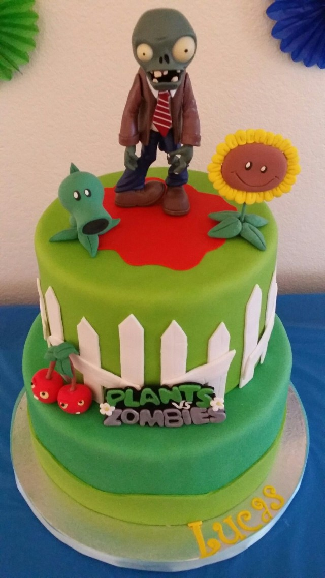 Plants Vs Zombies Birthday Cake Plants Vs Zombies Fondant Cake Fondant Cakes Pinterest Plants
