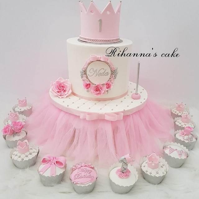 Princess 1St Birthday Cake Princes Crown First Birthday Cake With Cupcakes And Cakepops