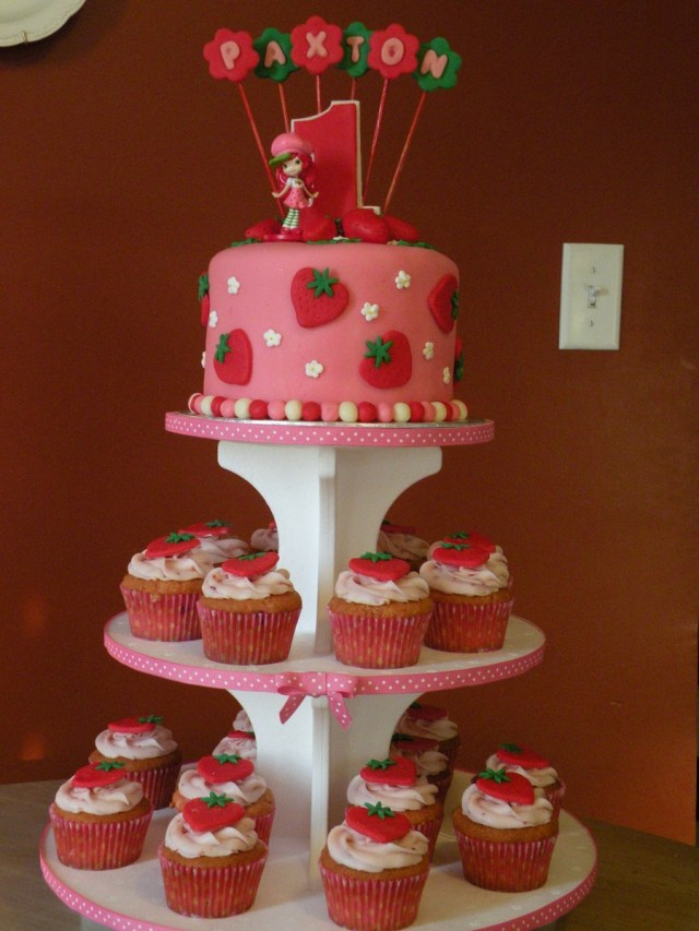 Strawberry Birthday Cakes Strawberry Shortcake 1st Birthday Cake Cupcakes Cakecentral