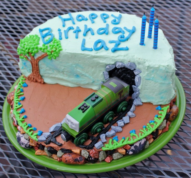 Train Birthday Cakes How To Make A Super Cool Thomas The Train Birthday Cake Off The