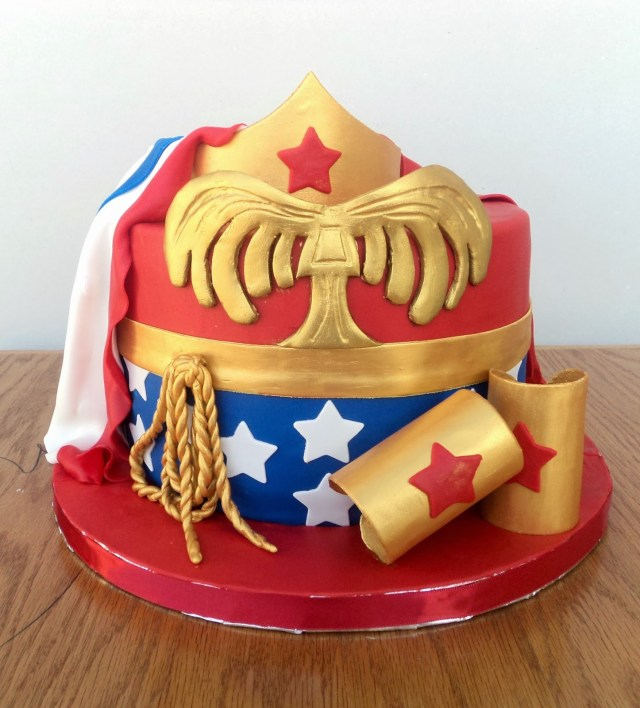 Wonder Woman Birthday Cake Delectable Cakes Wonder Woman With Cape Birthday Cake