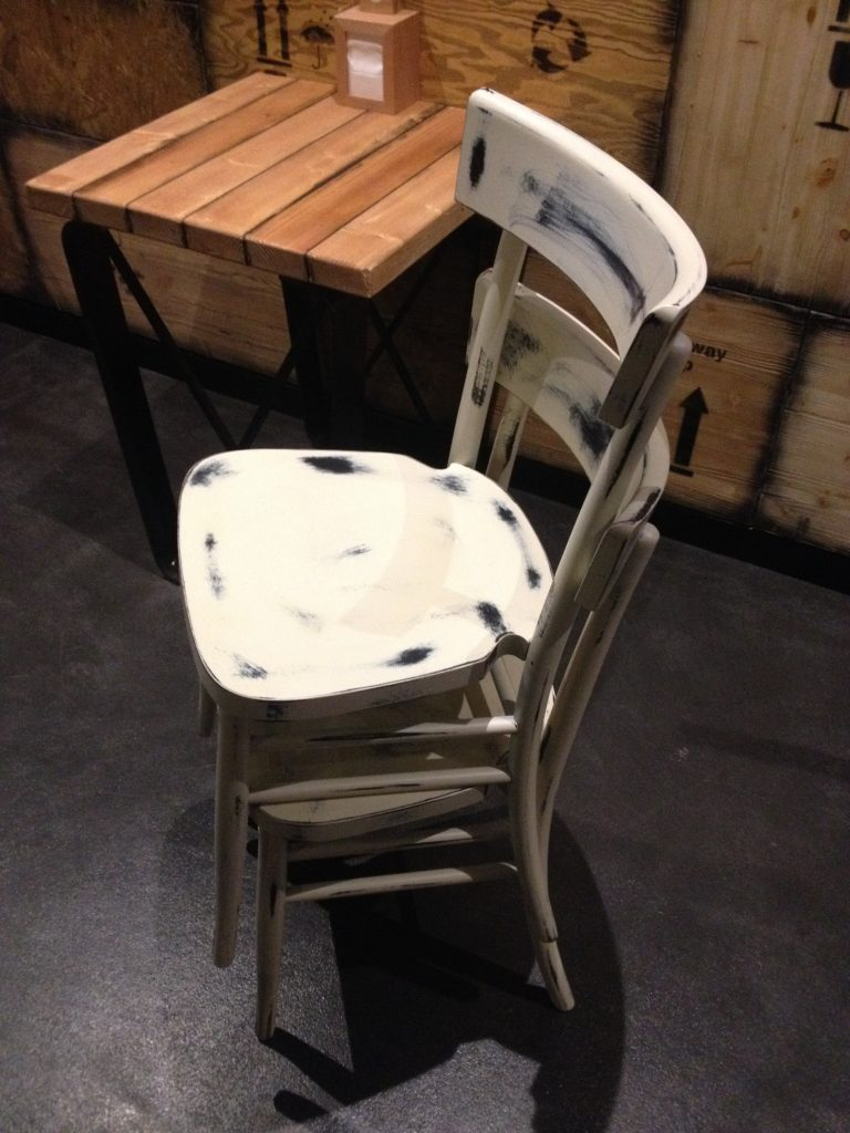 Acquistare mobili ed arredi per ristoranti e pub direttamente in fabbrica, senza intermediari!