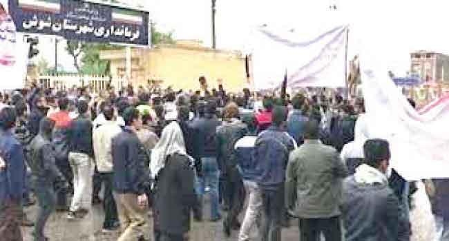 وسط مطالبات برحيل الملالي .. تواصل الاحتجاجات الطلابية في إيران - صحيفة البلاد