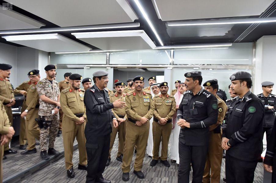 مدير الأمن العام يتفقد مركز القيادة والسيطرة التابع للأمن العام