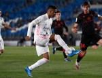 نجح ريال مدريد في الظفر بنقطة أمام ضيفه ريال سوسيداد بعد أن أدرك التعادل في الرمق الأخير من المباراة التي جمعت بين الفريقين الاثنين.