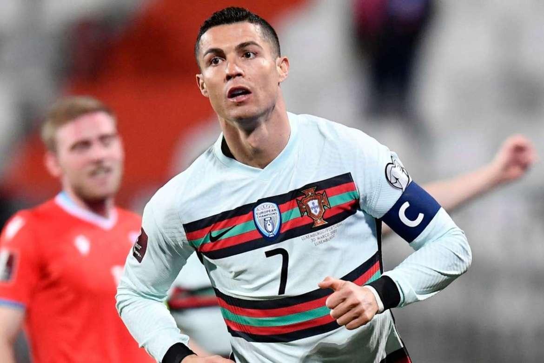 رونالدو يفوز بجائزة أفضل لاعب أوروبي في القرن الـ21