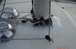 Mast med flange (flänsdel) monteret på base