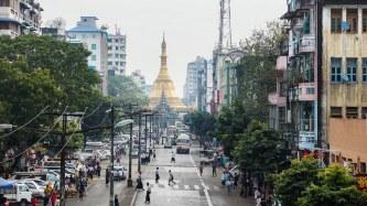 2. Mahabandulla Street Approaching Sule Pagoda
