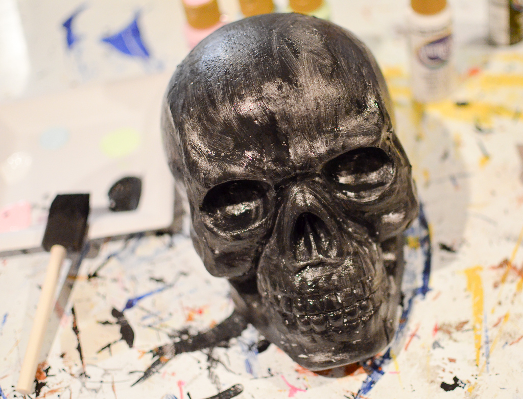paint the skull black