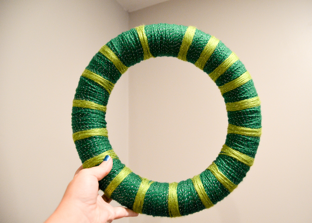 yarn wrap the wreath