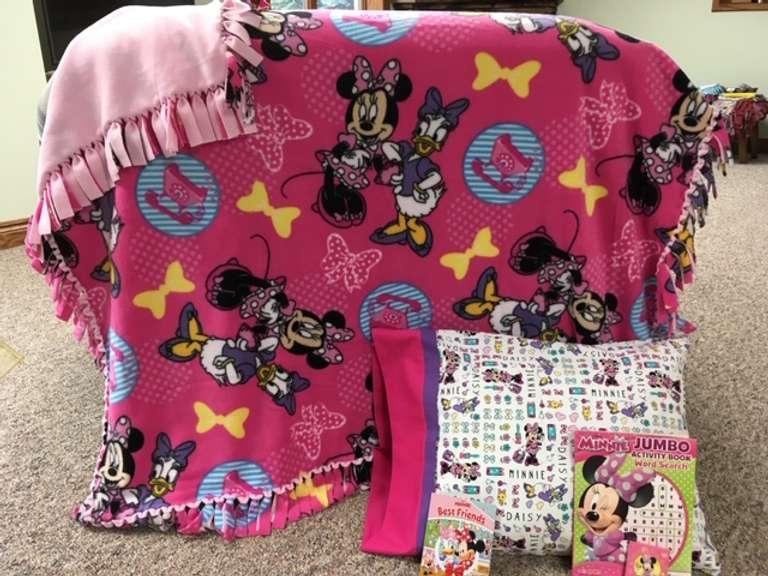 minnie mouse daisy duck fleece blanket