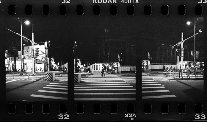 2016-06-17 - Safe to cross - Shot on Kodak Tri-X 400 at EI 400. Black and white film in 35mm format.