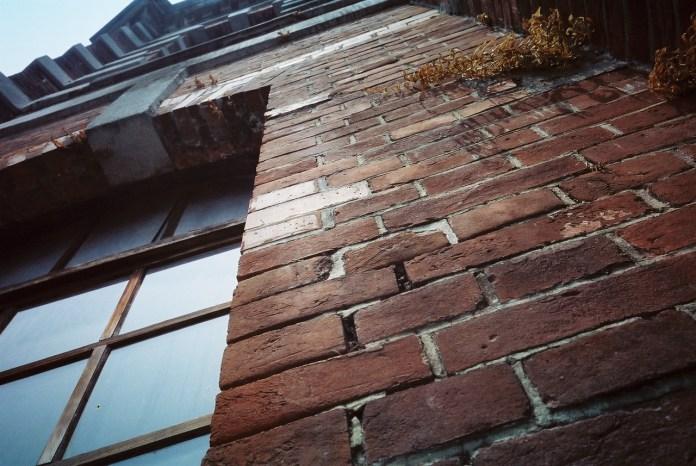 Redbrick - Kodak 250D (VISION3 5207) shot at EI 250. Color motion picture film in 35mm format.