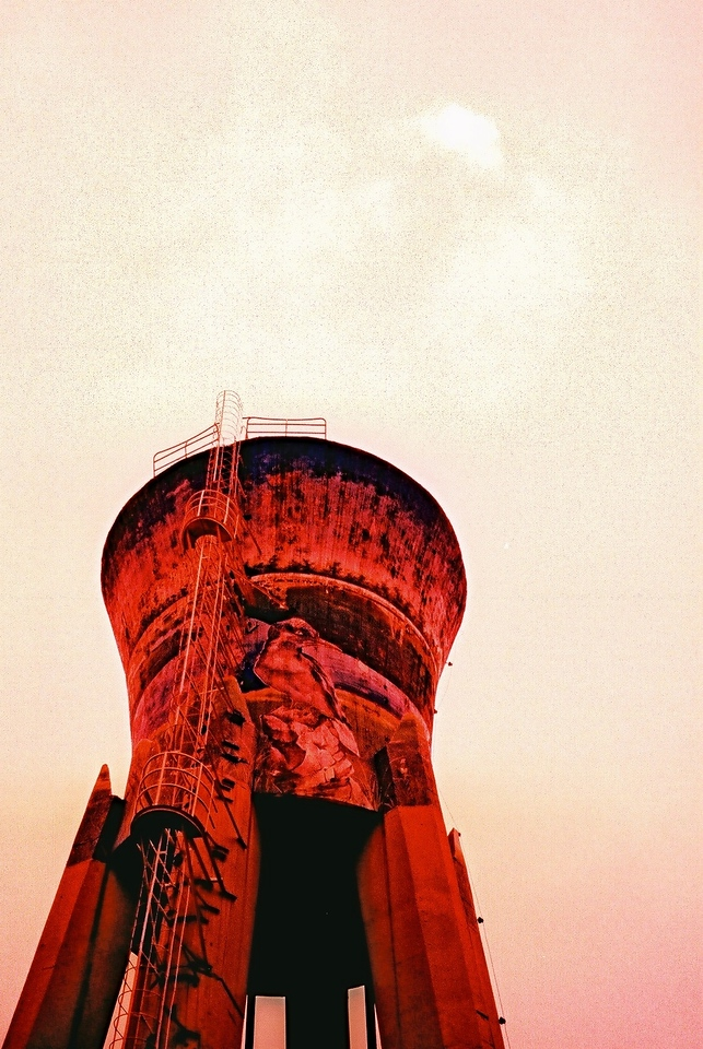 Red giant - Fuji Velvia 100F (RVP100F) shot at EI 100. Color reversal (slide) film in 35mm format. Cross processed.
