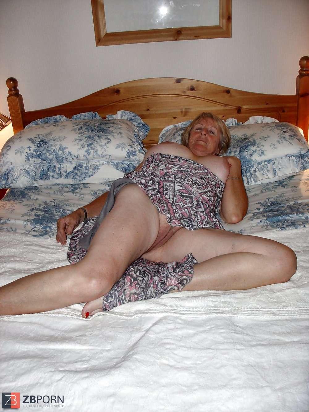 accidental granny upskirts - Oma Accidental Upskirt …