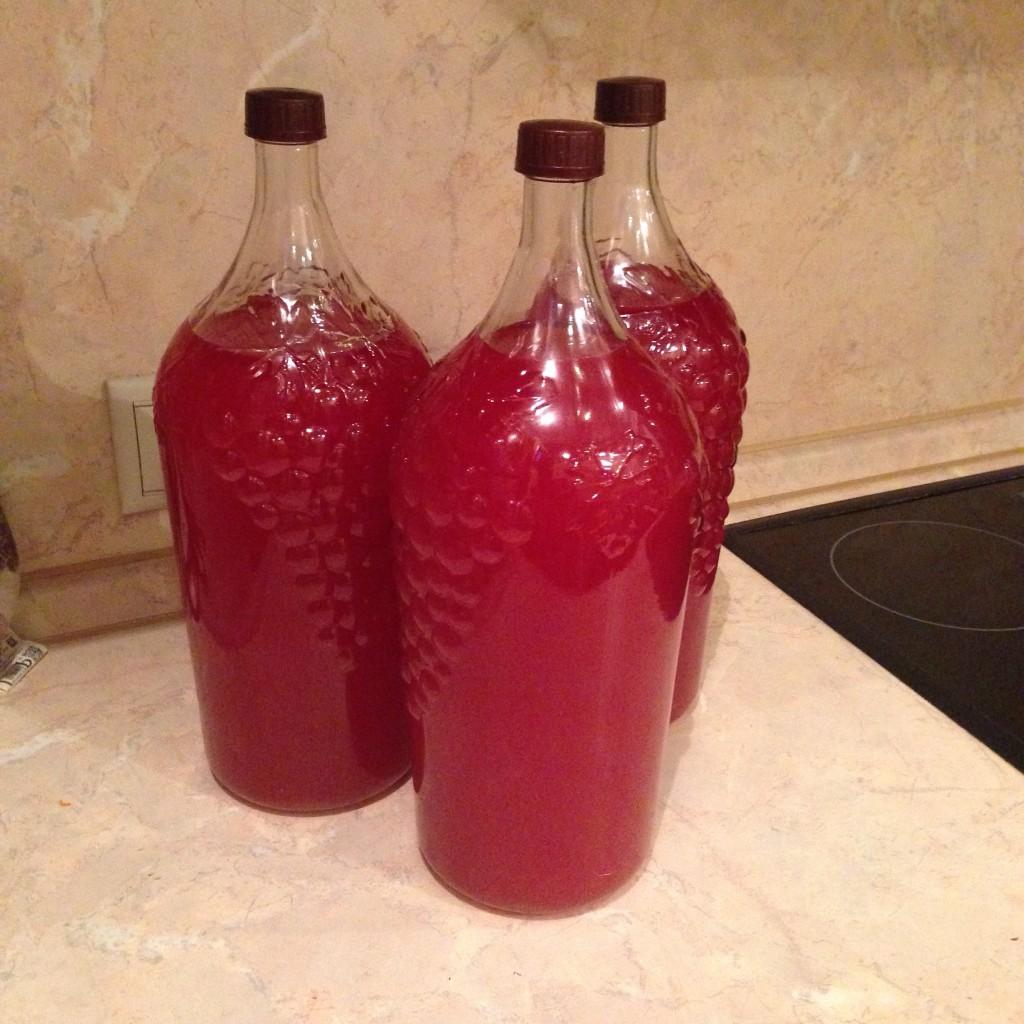 Как правильно готовить малиновое вкусное вино? Домашнее вино из малины. Что понадобится для приготовления