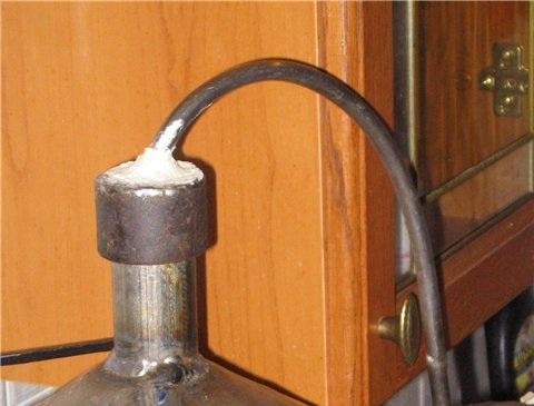 фото герметизации самогонного аппарата тестом