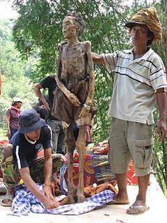 The Walking Dead ceremony in Toraja (3/3)