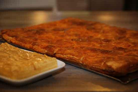 Menú Familiar Empanada para llevar de 18:30 a 21:00: Empanada entera + postre por 12€. Diles que vas de parte de AlcorconHoy.