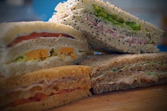 A elegir: 3 sandwiches + bebida a 4,50€ de 12:30 a cierre
