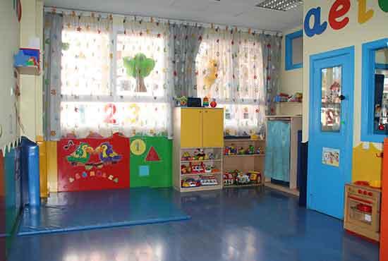 Para nen@s de 1 a 3 años de edad: 270 €/mes de 9:00 a 16:00 con comida incluida o 200€/mes de 9:00 a 13:00 con comida incluida. Dilas que vas de parte de AlcorconHoy.
