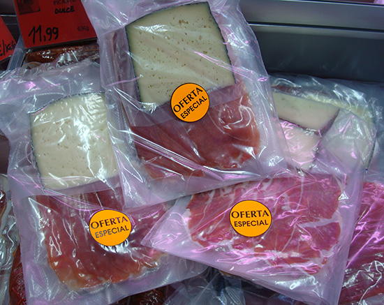 Oferta lote charcutería: 1/4 Kg. de jamón serrano + 1/4 Kg. de lacón natural + 1/4 Kg. de mortadela ahumada + 1/4 Kg. de queso semicurado a 7,99 € el Kg. Diles que vas de parte de AlcorconHoy.