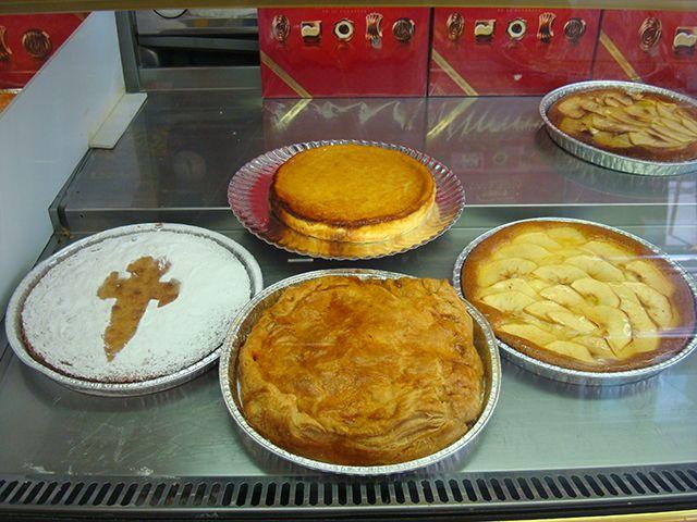 Caseras tarta (Queso, manzana o Santiago) + empanada ( Atún,carne o queso) a 6,99€.