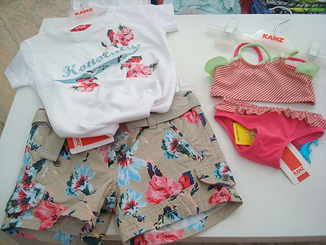Conjuntos rebajados de niña a 29,90€ ( también por separado) y bikinis hasta talla 4 a 14,95€ y además 10% adicional al decirle que lo has visto aquí.