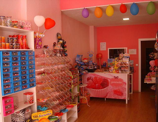 Preparación de mesas dulces para eventos y cumpleaños. Infórmate en tutiendagominolas@gmail.com