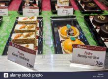 europa-espana-madrid-centro-hispano-espanol-calle-de-genova-viena-capellanes-negocio-pasteleria-pasteleria-pasteleria-pasteleria-pastel-de-zanahoria-naranja-f6y4xd