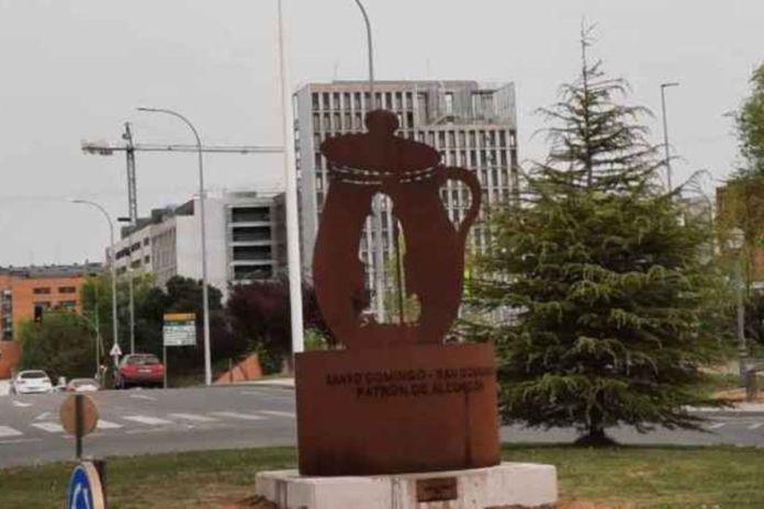 Suspendido el acto de inauguración del monumento a Santo Domingo y San Dominguín en Alcorcón