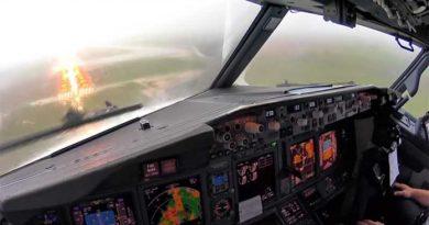 737 thunderstorm landing spain