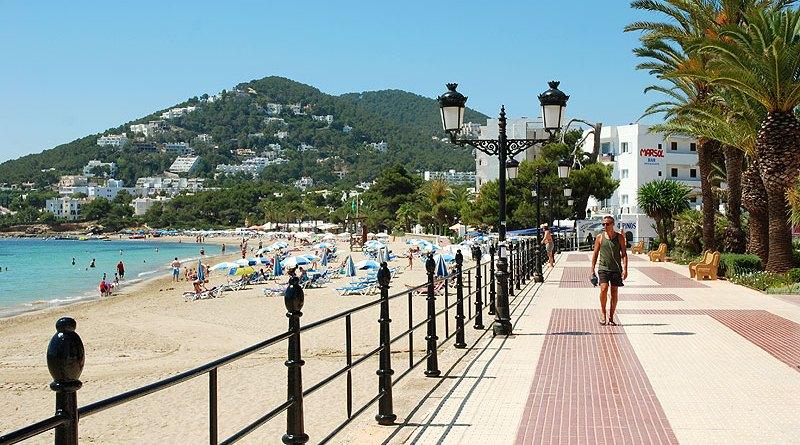 Santa Eulalia-Ibiza-promonade